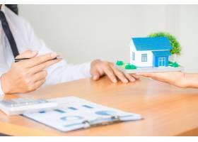 房地产经纪代理向客户介绍并咨询决策签订保_5218042