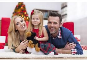 对我们来说圣诞节是一个充满幸福的时刻_10677162