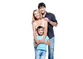 带着孩子在白色背景上摆姿势的幸福家庭_11182325