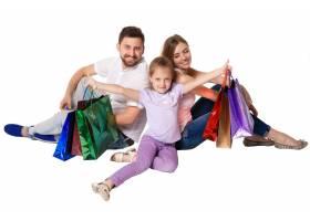 带着购物袋的幸福家庭_8098504
