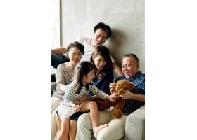 快乐延长了亚洲家庭在一起的时间_13309074