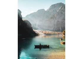 垂直拍摄的一个人在意大利大草原自然风景区_10729249
