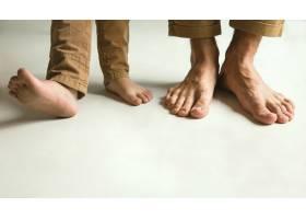 家人的腿穿在白色上_11162358