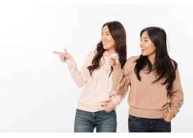 两个亚洲的快乐女士姐妹_6695863