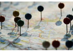 计划旅行旅行的地图上的大头针特写_2768354