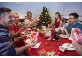 每个人都有自己想象中的圣诞礼物_12114319