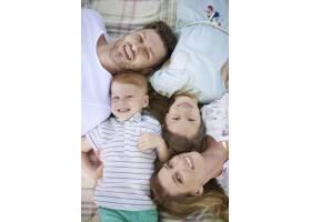 我们一家人喜欢在一起共度时光_13057801