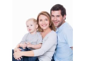 快乐快乐的年轻父母带着小孩子的照片与世_11554629