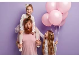 国际儿童节快乐孩子们和爸爸一起度假玩得_11489041