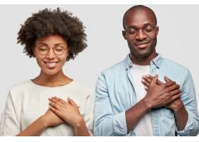 人与感恩的观念横拍的年轻漂亮的非裔美国_10419993
