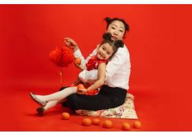 拥抱幸福地微笑拿着灯笼2020年中国新_12629663