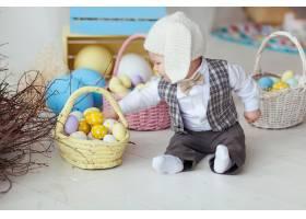 有趣的快乐男婴戴着帽子打着领结穿着_2462254