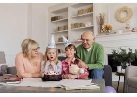 祖父母和孙女室内_12975257
