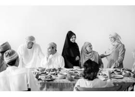 穆斯林家庭吃斋月大餐_2757042