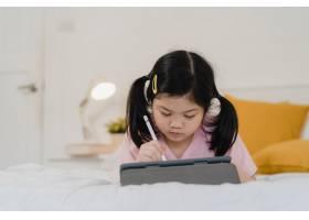 年轻的亚洲女孩在家里画画亚洲日本女人小_5820833
