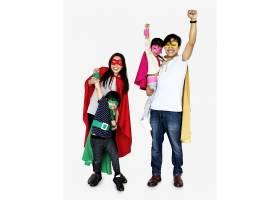 穿着超级英雄服装的幸福家庭_3278296
