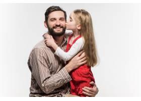 隔着白墙拥抱父亲的女孩_8365040