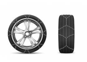 冬季道路用带雪链的汽车轮胎_9292947