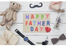 俯瞰父亲节快乐概念木质背景上写有父亲_1276329