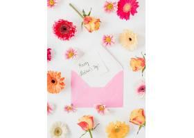 俯瞰鲜花和信封布置_12144150