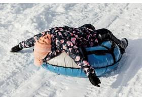 全景拍摄的孩子在户外玩得开心_13106676