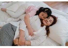 亚洲老奶奶睡在家里年长的中国人奶奶高_5820830