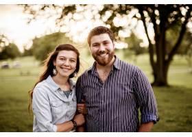 一对幸福夫妇微笑的特写镜头_11062707