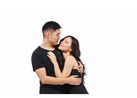 隔离在白色上的微笑的韩国夫妇的肖像_8364553