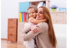 爱在家中拥抱母婴_10979270