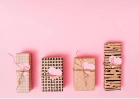 装饰性纸心礼盒的构图_3555379