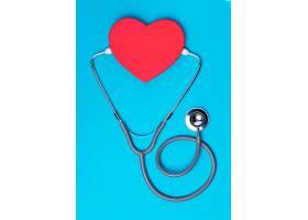 带医用听诊器的俯视心脏_9241732