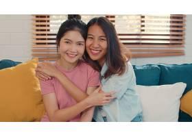 写真年轻的亚洲女同性恋者LGBTQ女性情侣在_5503786