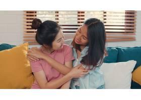 写真年轻的亚洲女同性恋者LGBTQ女性情侣在_5503787