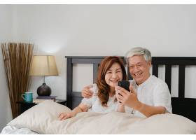 亚洲老两口在家中自拍亚裔年长的华人爷爷_5820710