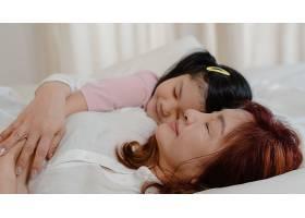 亚洲老奶奶睡在家里年长的中国人奶奶高_5820841