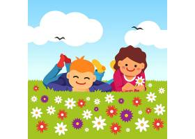 快乐的孩子们躺在草地上_1311186
