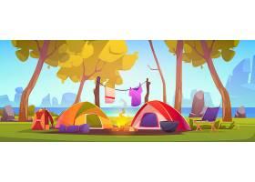 带帐篷篝火和湖的夏令营_7588830