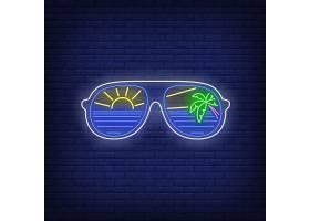 带有海太阳和棕榈树反光霓虹灯标志的太阳_4553928