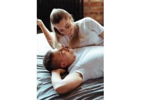相愛的年輕夫婦在一起共度時光美女和帥哥_11013491