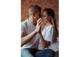 相爱的年轻夫妇在一起共度时光美女和帅哥_11013586