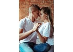 相爱的年轻夫妇在一起共度时光美女和帅哥_11013590