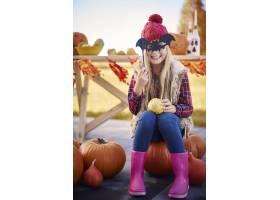 秋天是我一年中最喜欢的季节_11353792