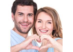 欢快微笑的情侣站在一起的特写照片显示双手_11554690