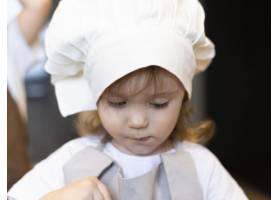 穿着厨衣的特写孩子_12688741