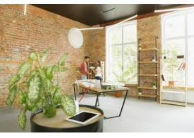 年轻夫妇自己一起做公寓修缮已婚男女正在_12701214