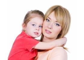 年轻漂亮的母亲和她的小女儿的肖像隔离在_10879559