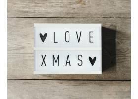 喜欢木质背景的led面板中的圣诞文字_10765794