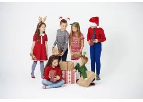 圣诞礼物是给孩子们的_11756659