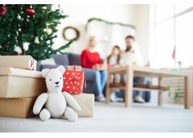 圣诞老人泰迪熊模糊的家人送的礼物_11262539