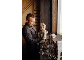 一个年轻家庭的肖像_11029887